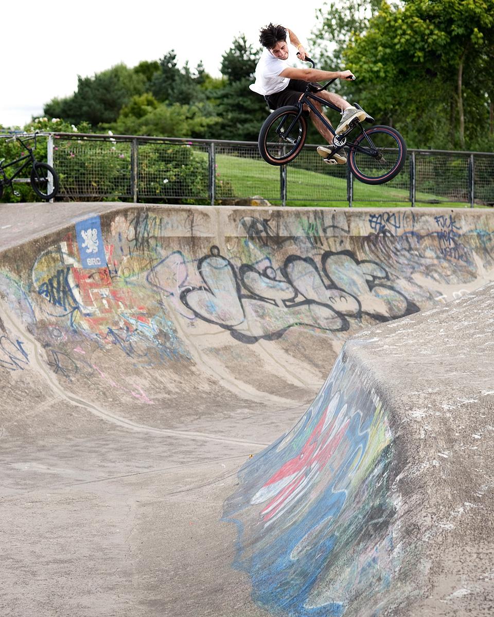 Gis us a shot on yer bike mate